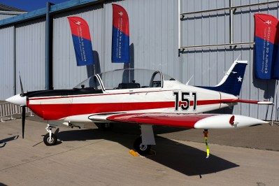 El T-35B[E] Pillán 151 de la Escuela de Aviación Capitán Ávalos se expuso estáticamente en la jornada de puertas abiertas del centenario de la aviación militar chilena (foto: Carlos Ay).