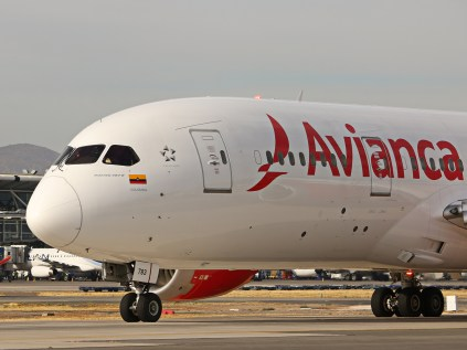 Boeing 787-8, Avianca, N783AV, partiendo con destino Bogotá como vuelo AV98 (foto: Luis Quintana).