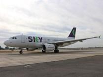 Airbus A319, Sky Airlines, CC-AIY, con destino a la ciudad de Balmaceda en el Sur de Chile (foto: Luis Quintana).