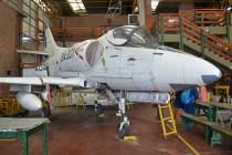 En el sector del taller también pudo apreciarse al Douglas A-4Q Skyhawk 0654/3-A-301. (Foto: E. Brea)