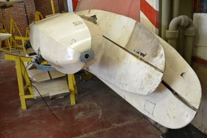 El Grunau (IMPA) Baby IIA LV-ECU junto al ultraliviano Mamboretá 03 desarmados en el sector del taller. (Foto: E. Brea)