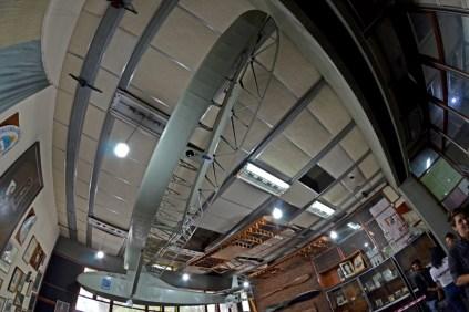 Dentro de la sala histórica se encuentra suspendido del techo un Grunau Baby IIA. (Foto: E. Brea)