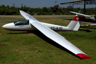 Revelando sus origenes, el Pilatus B4 CC-AJQ es una de las últimas adquisiciones del club (foto: Carlos Ay).