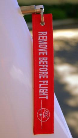 Un marcador de seguridad que sí se empleaba en su legítimo propósito (¡y no como llavero!) en el timón del planeador DG-1000S CC-ASZ (foto: Carlos Ay).
