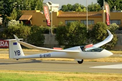 """Anton Lugtenburg (Alemania, 22 años) acumulaba 870 hs. de vuelo y su puntuación final fue de 15. Tripulaba el Schempp-Hirth Discus 2B matrícula D-8140 y número de competencia """"YB"""", c/n 5 del año 1998 (foto: Carlos Ay)."""