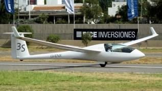 """Javier Gaude (Argentina, 37 años) poseía 2.500 hs. de vuelo y sumó 10 puntos durante la competencia. Volaba el Schempp-Hirth Ventus cT matriculado LV-ENX y número de competencia """"3S"""", c/n 143 del año 1989 (foto: Carlos Ay)."""