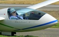 """Mario Naretto (Chile, 73 años) acumulaba 3.600 hs. de vuelo y logró una puntuación final de 1. Tripulaba el Schempp-Hirth Ventus CM matriculado CC-LWD, número de competencia """"CH"""", c/n 89 del año 1992 (foto: Carlos Ay)."""