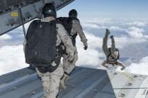 Primer salto desde el A400M (foto: Sergio Ruiz González).
