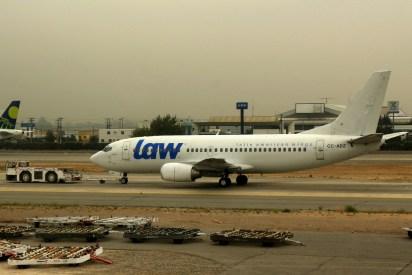A pesar de lucir el esquema inicial de la entonces novel aerolínea, el CC-ADZ continuó operando charters con el certificado de Chilejet, tal como sucedió a inicios de febrero de 2016 con el vuelo a Ezeiza para el cual se aprontaba en esta foto (foto: Carlos Ay).