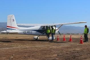 CUA Cessna 172 CC-KUJ acomodating passengers (photo: Carlos Ay).