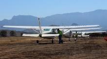 Cessnas CC-KKD, CC-KUA and CC-KUJ at the passenger boarding area (photo: Carlos Ay).
