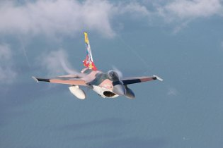 FAV F-16A over the sea (photo: Rob Nispeling)