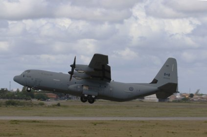 Canadian CC-130J tactical take-off (photo: Rob Nispeling)