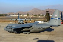 USAF C-130H 85-1363 taxies by FACH C-130H 995 (photo: Carlos Ay).