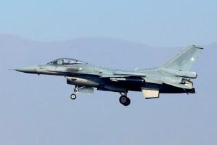 FACH F-16C Fighting Falcon 856 landing in FIDAE 2014 (photo: Carlos Ay).