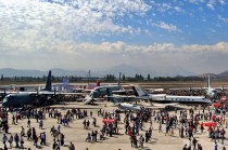 Pudahuel's military tarmac, populated by static displays and the general public, on a weekend day (photo: Michel Anciaux).
