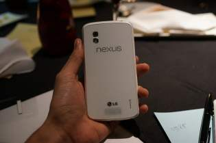 Telefon Google Nexus 4 de culoare alba (5)