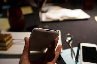 Telefon Google Nexus 4 de culoare alba (9)