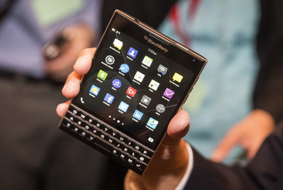 blackberry passport anuntat