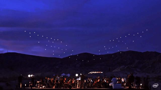 Intel a operat 100 de drone simultan