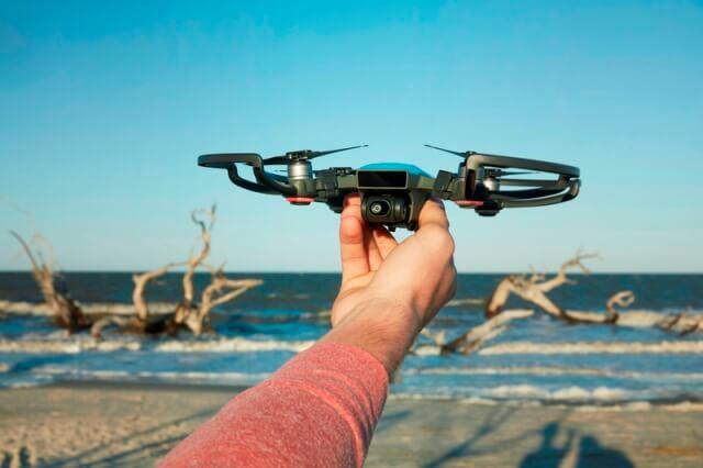 DJI lanseaza drona Spark