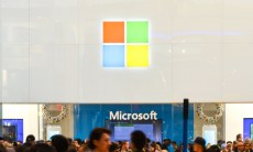 Microsoft slashes Windows license price