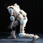 パワードスーツやロボットアームを装着した人たちによるオリンピック開催へ