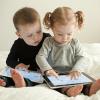 専門家「幼児にiPadを与えることは非常に危険」
