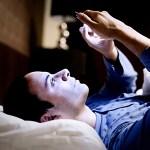 寝る前にスマホ使ってブルーライト浴びてるヤツwwwwwwwwwwwwwwwwwwwww