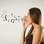 日本人の7割「人前で音声検索を使うのは恥ずかしい…」