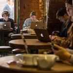 カフェでパソコンしてる奴って何考えてんの?