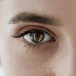 """【驚愕】SNS投稿画像の""""瞳に映った景色""""から女性宅を特定した能力者さん逮捕される"""