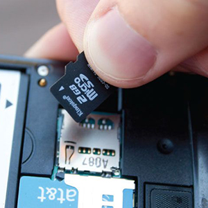 micro-sd-card-in-cell-phone