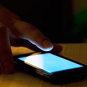 Smartphone-work-usage-at-night-635