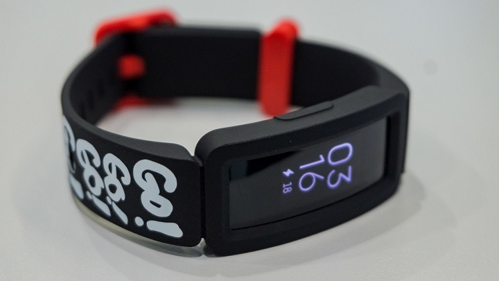 Hands on review with the best fitness tracker for kids Fitbit Ace 2