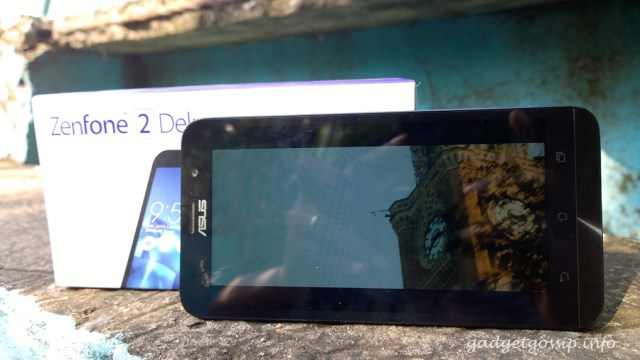 Asus Zenfone 2 Deluxe ZE551ML display