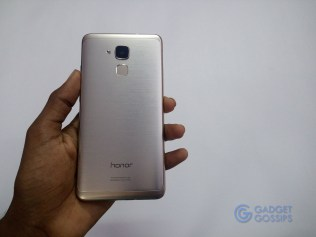 Honor 5C review - rear side