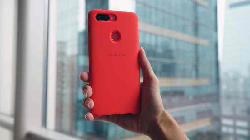 OPPO R11s with case