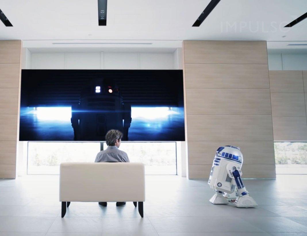 R2 D2 Moving Refrigerator 1