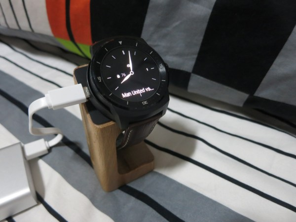 g watch r stand (1)