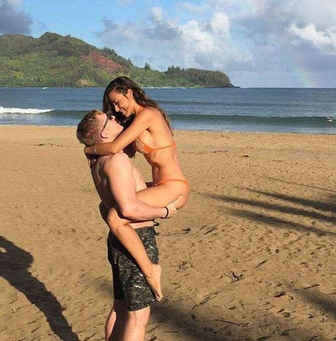 Mulher pede para internautas realizarem edição em sua foto de férias com o namorado e tem surpresa desagradável