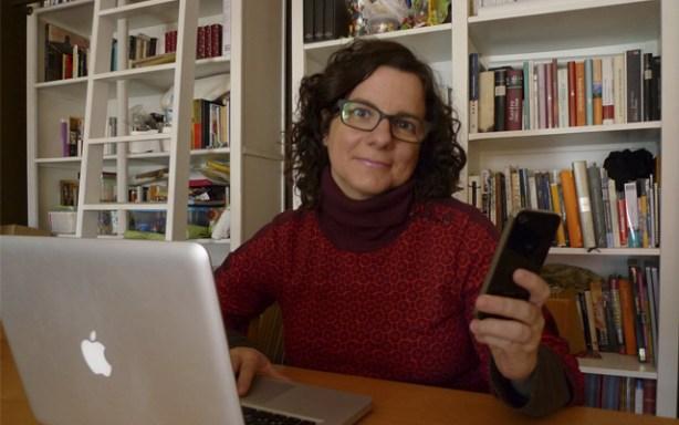 Laura con el iPhone 4S