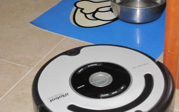 Roomba 565 Pet recoge pelos y pelusas generados por tu mascota.