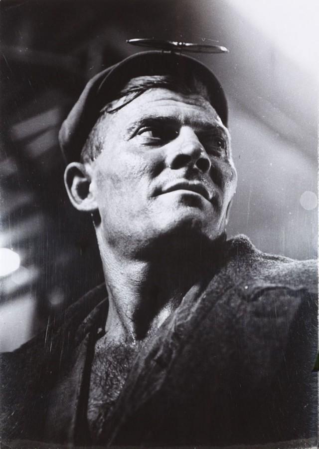 Max Alpert, Worker, 1930 © Max Alpert, Courtesy of Nailya Alexander Gallery, New York