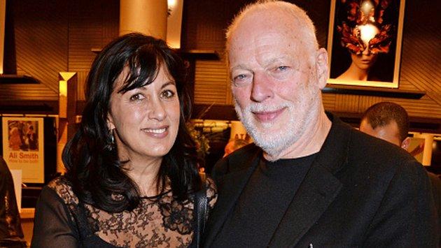 David Gilmour con la moglie Polly Samson, coautrice di molti brani del disco