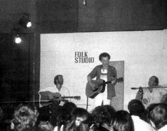 Mimmo Locasciulli con Francesco De Gregori e Giorgio Lo Cascio al Folk Studio intorno alla metà degli anni Ottanta