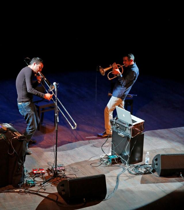 Paolo Fresu e Gianluca Petrella (foto di Pino Ninfa)