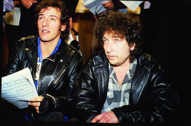 Bob Dylan con Bruce Springsteen durante l'incisione di We Are The World