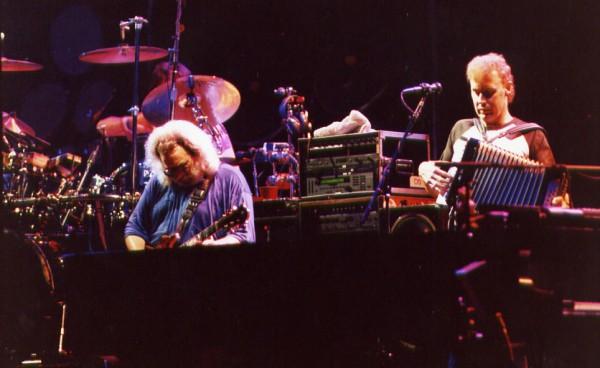 Bruce Hornsby con Jerry Garcia durante un concerto dei Grateful Dead