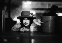 Rolling Thunder Revue_01_rid